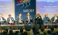 Thủ tướng Nguyễn Tấn Dũng đối thoại với các DN Pháp