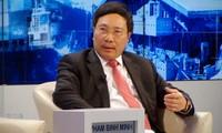Phó Thủ tướng, Bộ trưởng Ngoại giao Phạm Bình Minh kết thúc chuyến tham dự WEF 2015