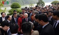 Tổng Bí thư, Chủ tịch nước và kiều bào thả cá chép tiễn ông Táo