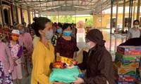 Trung tâm Văn hóa Phật giáo Việt Nam tại Hàn Quốc tặng quà đồng bào bị hạn, mặn