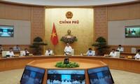 Thủ tướng Nguyễn Xuân Phúc chủ trì hội nghị trực tuyến toàn quốc bàn giải pháp chống COVID-19