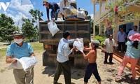 Thành phố Cần Thơ gửi hàng nghìn tấn quà tình nghĩa tới bà con gốc Việt tại Campuchia