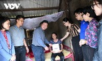 Người dân Hà Tĩnh nghẹn ngào khi đón nhận sự sẻ chia từ VOV và các nhà hảo tâm