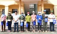 VOV trao 250 suất quà tổng trị giá 500 triệu đồng cho người dân vùng lũ Quảng Bình