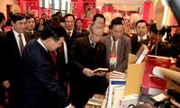 Không gian trưng bày sách chào mừng Đại hội XIII của Đảng