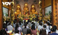 Cộng đồng người Việt tại Lào dự Lễ cầu quốc thái dân an