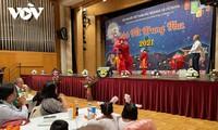 Ấm áp Tết Trung thu cho trẻ em người Việt tại khu vực biên giới CH Séc