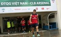 Arsenal bất ngờ tập kín ở Mỹ Đình