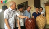 Chủ tịch UBTW MTTQ Việt Nam Nguyễn Thiện Nhân khảo sát làng nghề Gốm Phù Lãng, Bắc Ninh