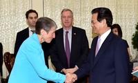 Thủ tuớng Nguyễn Tấn Dũng tiếp Bộ truởng Bộ Nội vụ Hoa Kỳ Sally Jewell
