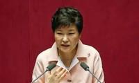 South Korea: Park Geun-Hye denies wrongdoing in scandal