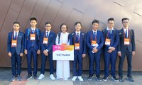 Vietnamese students bring home Asian physics prizes