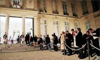 Thousands pay tribute to Jacques Chirac