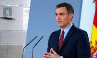 Spain reopens border to EU states