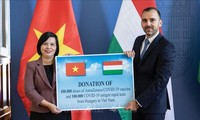 Hungary gifts COVID-19 vaccine, medical supply to Vietnam
