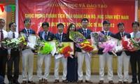 คณะนักเรียนเวียดนามได้๓เหรียญทองในการแข่งขันโอลิมปิกคณิตศาสตร์กลับประเทศ