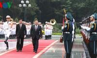 ประธานาธิบดีมองโกเลีย ท่านซาคีอากีอิน เอลเบกดอร์ชเดินทางมาเยือนเวียดนามอย่างเป็นทางการ