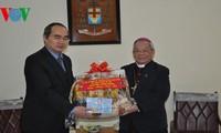 ประธานแนวร่วมปิตุภูมิเวียดนามเยี่ยมเยือนและอวยพรตรุษเต๊ตที่สำนักอาร์ชบิชอปฮานอย