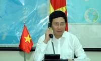 รองนายกรัฐมนตรีและรัฐมนตรีต่างประเทศเวียดนามเจรจาทางโทรศัพท์กับบรรดารัฐมนตรีต่างประเทศ