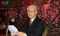 ท่านเหงวียนฟู้จ่องเลขาธิการใหญ่พรรคคอมมิวนิสต์เวียดนามอวยพรตรุษเต๊ตผู้นำ อดีตผู้นำพรรคและรัฐ