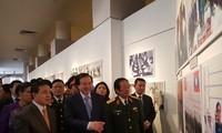 Фото-выставка на тему «Особые дружеские отношения между Вьетнамом и Лаосом»