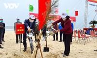 Вице-президент Данг Тхи Нгок Тхинь развернула кампанию по посадке деревьев в провинции Куангбинь