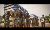 ООН воздала почести сотрудникам, погибшим во время службы в 2020г.