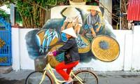 Làng bích hoạ Cảnh Dương, Quảng Bình, rực rỡ sắc xuân