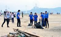 Chương trình dọn sạch bãi biển vịnh Hạ Long, Quảng Ninh