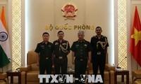 Thượng tướng Nguyễn Chí Vịnh tiếp Tùy viên Quốc phòng Ấn Độ và Israel