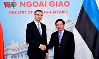 Phó Thủ tướng, Bộ trưởng Ngoại giao Phạm Bình Minh và Bộ trưởng Ngoại giao Estonia Sven Mikser