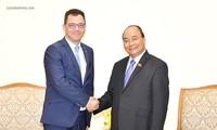 Thủ tướng Nguyễn Xuân Phúc tiếp Bộ trưởng Bộ Môi trường kinh doanh, Thương mại và Doanh nghiệp Rumania