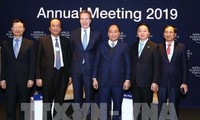 Thủ tướng Nguyễn Xuân Phúc đối thoại với Chủ tịch WEF về chủ đề Việt Nam và Thế giới