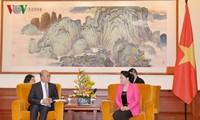 Chủ tịch Quốc hội Nguyễn Thị Kim Ngân tiếp lãnh đạo các doanh nghiệp tại Bắc Kinh
