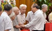 Thủ tướng Nguyễn Xuân Phúc gặp mặt các cựu cán bộ phục vụ Bác Hồ