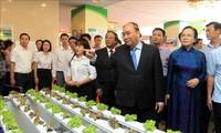 Xây dựng nông thôn mới là phải nâng cao đời sống vật chất và tinh thần cho người dân nông thôn