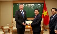 Phó Thủ tướng, Bộ trưởng Ngoại giao Phạm Bình Minh tiếp Bộ trưởng PT kinh tế và Công nghệ Slovenia