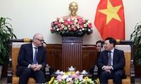 Phó Thủ tướng, Bộ trưởng Ngoại giao Phạm Bình Minh tiếp Quốc Vụ khanh Bộ Ngoại giao Đức