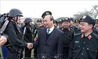 Thủ tướng Nguyễn Xuân Phúc kiểm tra công tác sẵn sàng chiến đấu của lực lượng Cảnh sát cơ động
