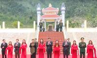 Phó Chủ tịch Quốc hội Tòng Thị Phóng thăm và tặng quà tết ở tỉnh Sơn La