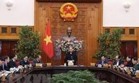 Thủ tướng Nguyễn Xuân Phúc: Triển khai ngay các giải pháp giảm thiểu tác động của dịch bệnh đối với nền kinh tế