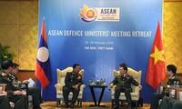 Đại tướng Ngô Xuân Lịch gặp song phương Bộ trưởng Quốc phòng Lào, Australia