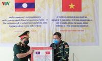 Quân khu 5 tặng thiết bị y tế cho Lào, Campuchia phòng chống Covid-19