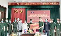 Bộ Tư lệnh Quân khu II tặng vật tư y tế cho lực lượng quân đội các tỉnh Bắc Lào
