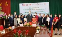 Việt Nam trao tặng khẩu trang y tế cho Hoa Kỳ