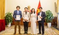 Trao Giấy phép thành lập Văn phòng thường trú cho một số cơ quan báo chí nước ngoài