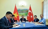 Thứ trưởng Ngoại giao Đặng Minh Khôi điện đàm với Thứ trưởng Ngoại giao Thổ Nhĩ Kỳ