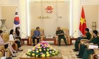 Thượng tướng Nguyễn Chí Vịnh tiếp Giám đốc Cơ quan Hợp tác quốc tế Hàn Quốc tại Việt Nam