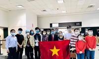 Đưa 350 công dân Việt Nam từ Houston (Hoa Kỳ) về nước.