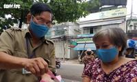 Đà Nẵng: Ngày đầu tiên người dân đi chợ bằng Thẻ vào chợ